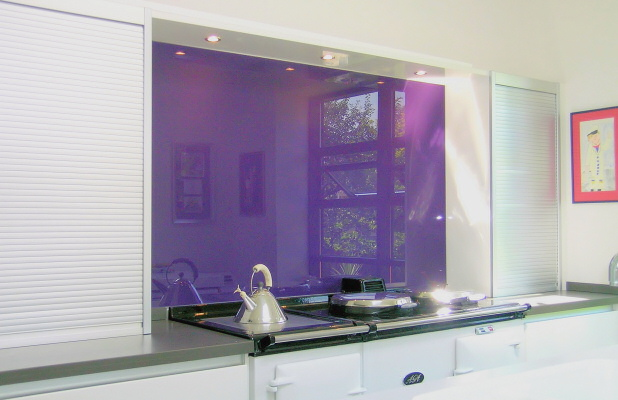 625797_kitchen_fitted_with_opticolour_blackcurrent_glass_splashback_0.jpg